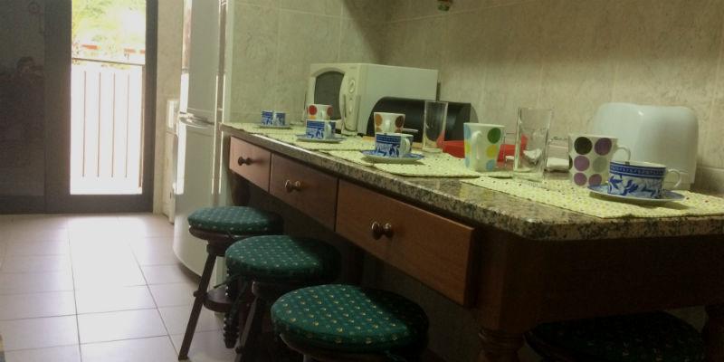 Cozinha - Acesso ao balcão traseiro